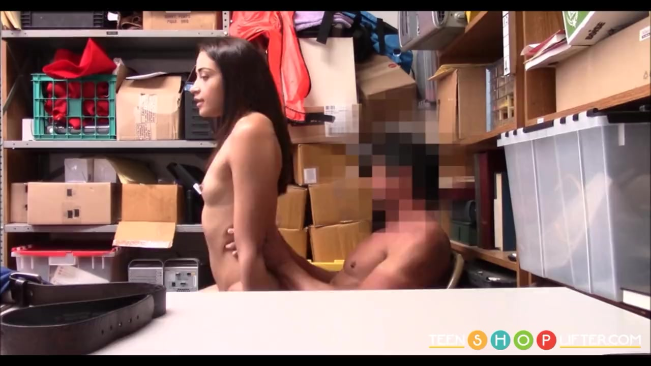 New Zealand Teen Gets Fucked
