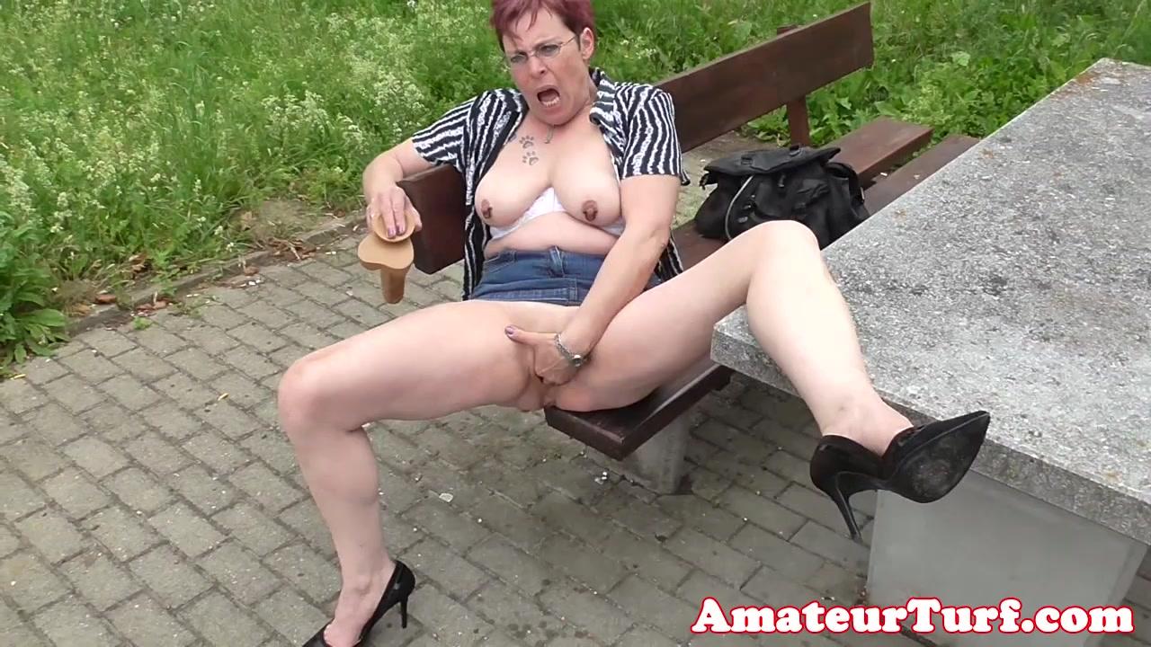 die amateur exhibitionist