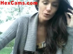 Hot Webcam Slut Masturbates In Her Car