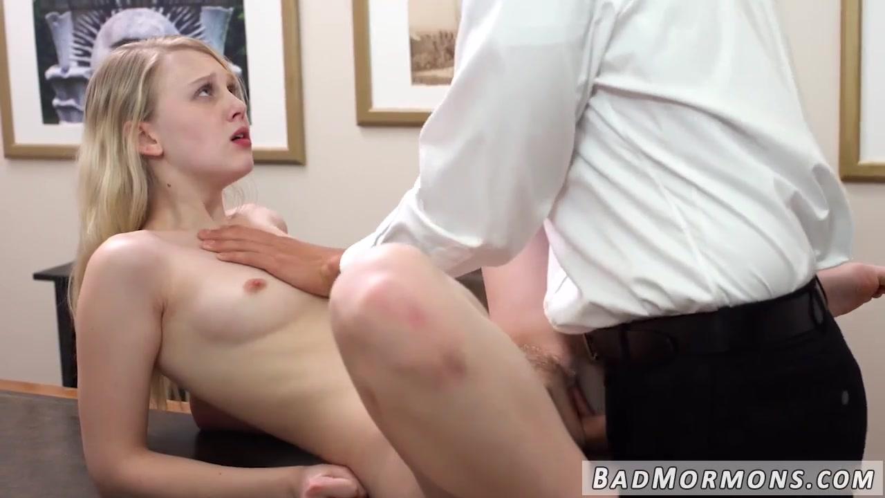 Belle Knox Fucks DIldo