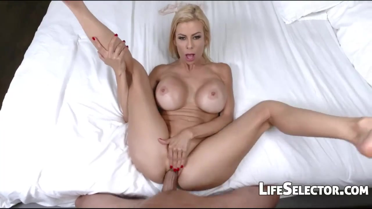Natural Busty Blonde Milf