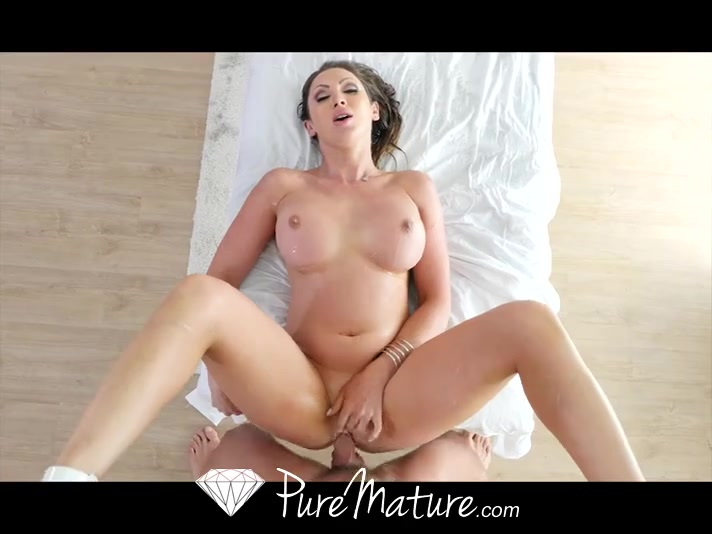 Blondine Milf Nuru Massage
