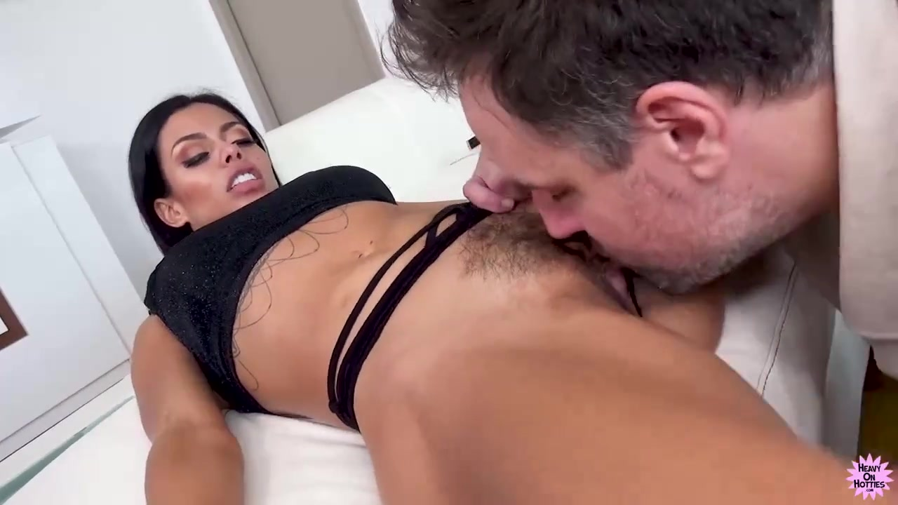 Mature Pussy loves to Squirt